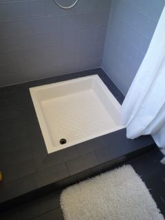 douche dans la salle d'eau