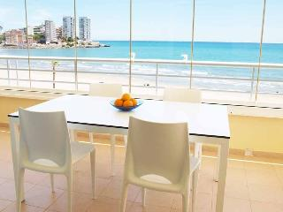 ApartUP Spectacular Beachfront. Pool + Pk + 4 Pax