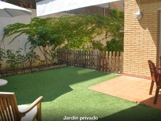 Precioso apartamento-Bajos- con jardín y piscina, Tossa de Mar
