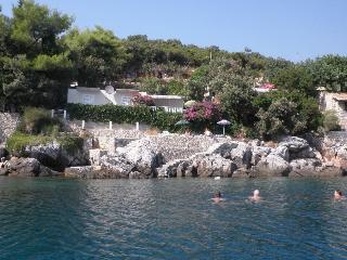 Beach villa near Dubrovnik with private  beach, Molunat