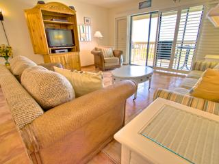 Sea Haven Resort - 113, Ocean Front, 2BR/2.5BTH, Pool, Beach, Saint Augustine
