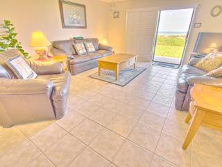 Sea Haven Resort - 221, Ocean Front, 3BR/2BTH, Pool, Beach, Saint Augustine