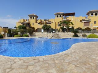MH01-3 bed ground floor apartment, communal pool, Isla Plana
