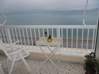 FRONT SEA STUDIO BY THE BEACH, Loutraki