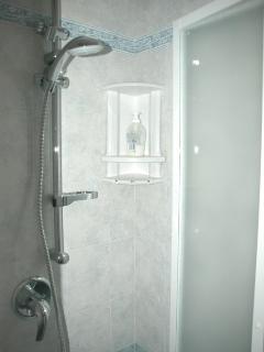 bagno con doccia nuovo