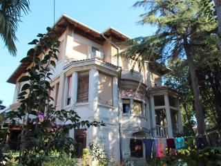 FLORA MARIS - apartment in a villa with garden - 300m from the sea