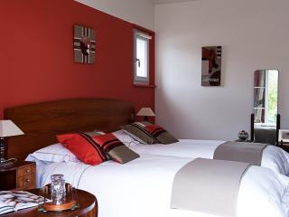 Chambre d'hôte grand lit avec douche