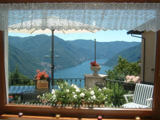 B&B una Finestra sul Lago - due camere con vista, bagno privato e colazione bio