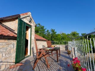 Family and pet friendly holiday house, Privlaka