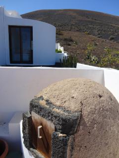 Natural oven with volcanic stone