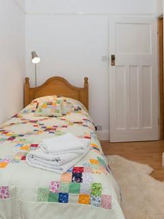 Cosy single bedroom