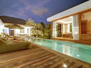 Deluxe Modern Private Villa in Seminyak Heart