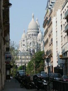 heading up the street towards the Sacre Coeur