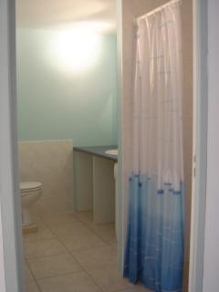 salle de bain avec grand douche sans marche 90*90
