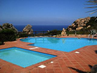 Villetta con due piscine, per adulti e per bambini, Costa Paradiso
