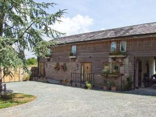 BROXWOOD BARN, cottage with hot tub, open plan living, country setting, Pembridg