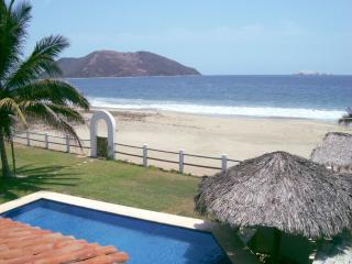 Luxury Beach Front Villa Del Mar, Zihuatanejo