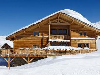 Chalet Altiport chalet in the Alps for rent, French chalet to let, chalet in Hue