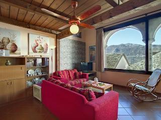 ROMANTIC, CENTRAL  APARTMENT  BELLAVISTA LAKE VIEW