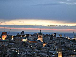 Angolo romantico -centro città - posto auto, Genua