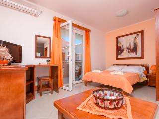 Studio with a beautiful sea view, Tivat
