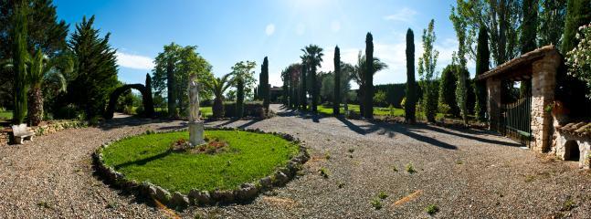 El jardín es un paraíso de paz. Es auténtico privilegio solo para catorce huéspedes como máximo.