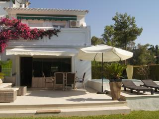 Trianalux.Scandinavian touch and high standard. Private but close to.everything., Sitio de Calahonda