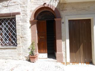 CASA CATERINI- in centro storico luminosa riservat, Montefalco