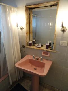 Baño elegante y confortable