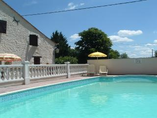 Les Granges (Violette) - holiday gites with pool