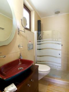 En-suite bathroom in the main bedroom