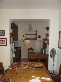 Angolo cottura con tavolo