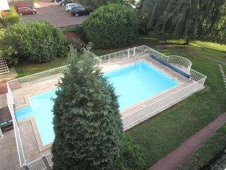 Appartement de 35 M2 a TROUVILLE avec grand balcon, jardin et piscine chauffee !