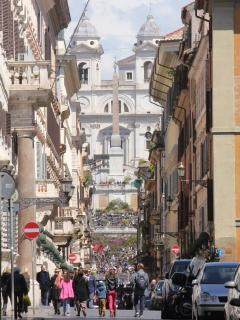 5 minutes walking from Piazza di Spagna