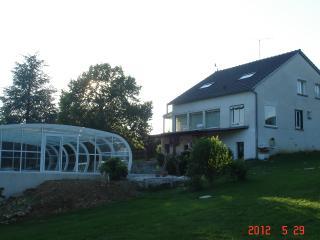 Maison avec piscine couverte, Boiscommun