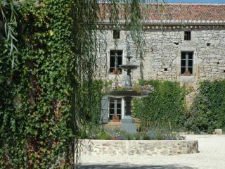 Le Caillau, Gite, Restaurant & Pottery Café