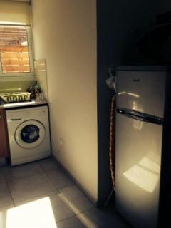 Automatic washing & Fridge Freezer in kitchen