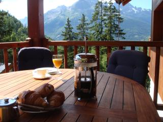 Chalet Clementine, free Wi-Fi available., Oz en Oisans