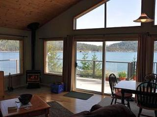 Pender Island 2 Bedroom Oceanfront Cottage with Amazing Views