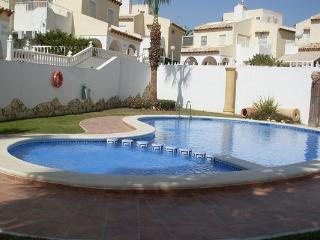 2.5 bed Villamartin Apartment, Garden & Sun