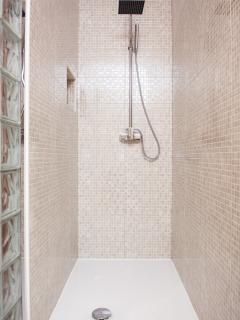 Walk in Shower.