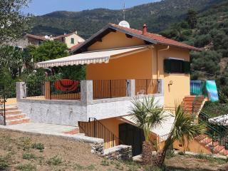 Villa indipendente con giardino/zona  Diano Marina-Arentino