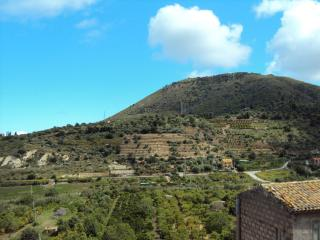 Mansarda con vista panoramica tra mare e campagna, Lascari