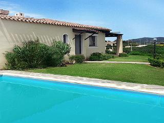 Spaziosa villa con piscina privata per 14 persone, Stintino