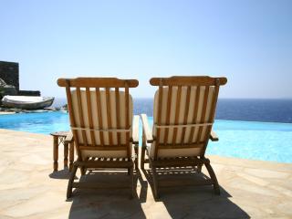 Villa Antigoni - Luxurious Seafront Villa, Ceos