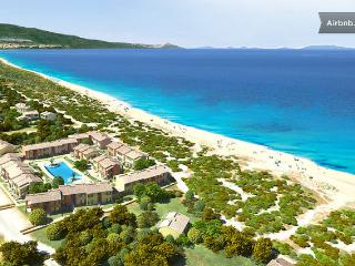 HOUSE ON THE BEACH WITH POOL SARDINIA, Badesi