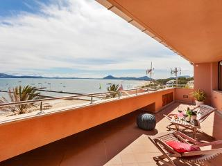 Seafront Apartment Deluxe with Air conditioning, wifi and free Netflix