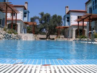 Comfortable Stone Villa with swimming pool, Alacati