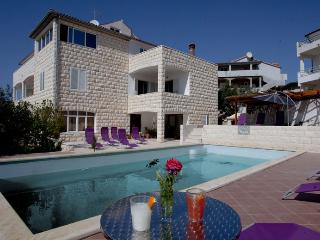 Penthouse for 5 in villa Marijeta Hvar with  pool