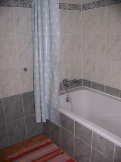 salle de bains attenante à la chambre Entre deux Mers